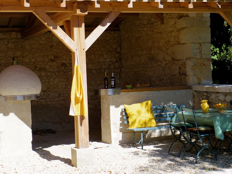 Bbq and pizza oven area