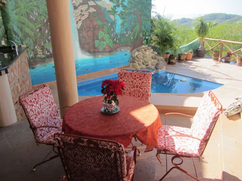 Beautiful 4 BR 3.5 Bath with Incredible views of the bay and mountains with a pr, holiday rental in La Cruz de Huanacaxtle