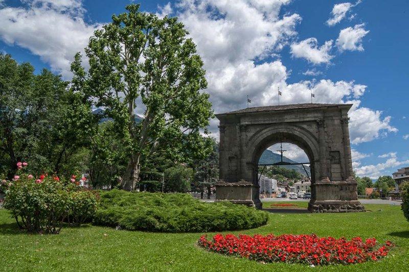 Arco de Augusto a 800 metros del apartamento