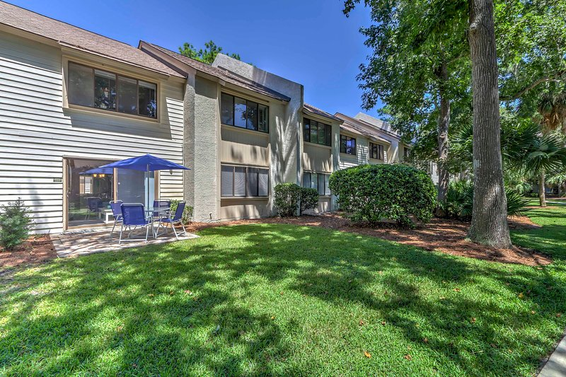 Relax and rejuvenate at this 2-bedroom, 2-bathroom Hilton Head vacation rental condo that's walking distance from shops, restaurants, and the beach!