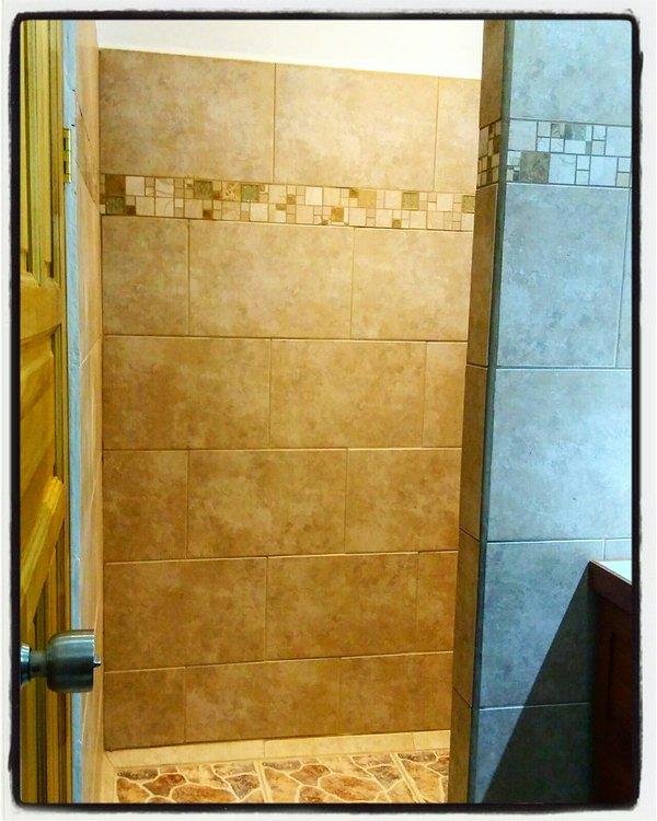 """Baño privado con ducha Habitación Roja - Apartamento """"Ceiba BLANCA"""""""
