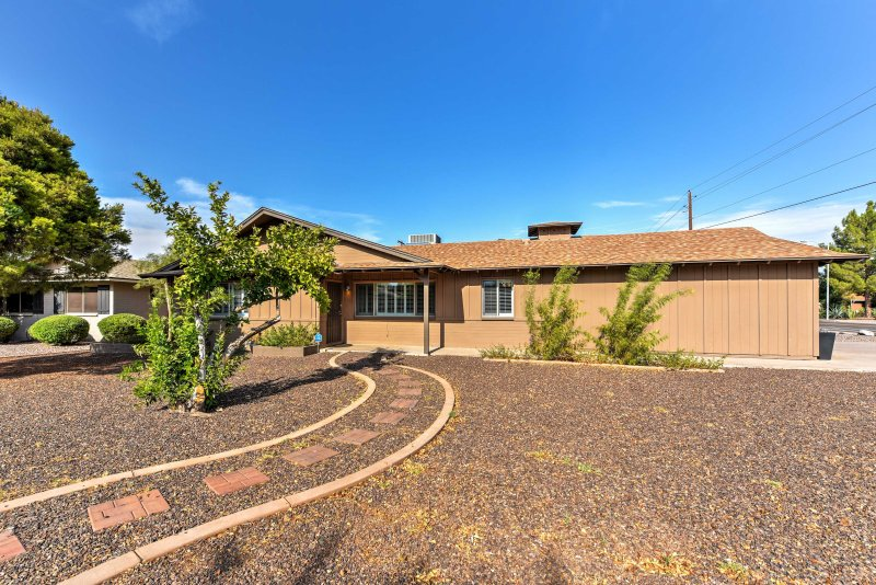 Enjoy a premium Scottsdale location at this luxury vacation rental house!