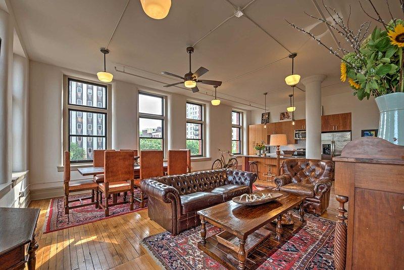 La decoración moderna y el sur combinan a la perfección en este apartamento de lujo.