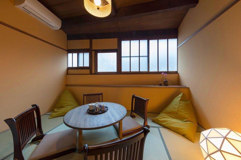 Cozy Traditional House x FREE WiFi x Parking x 2Toilets x 10min to Kanazawa STN, vakantiewoning in Chubu