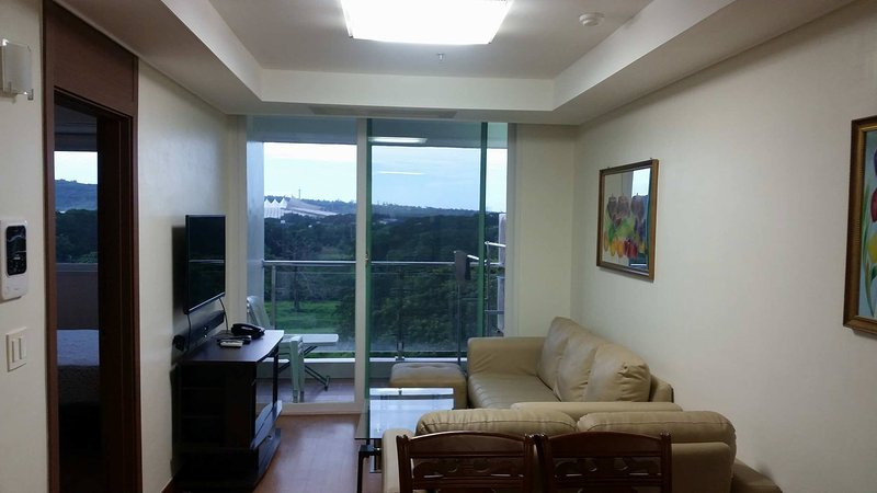 Luxury 1 Bedroom Condo with WIFI, vacation rental in Pampanga Province