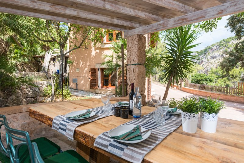 CAN MICOLABA - Chalet for 4 people in ANDRATX, holiday rental in Es Capdella