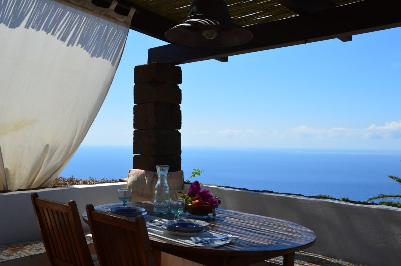 Looking for a breathtaking sea view? Zighidì is the right choice, its terrace overlooking the sea!