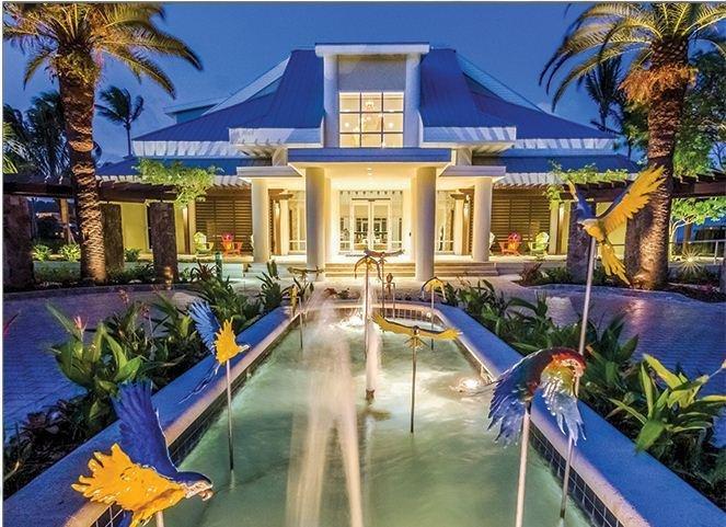 St. Thomas! King Bed Studio - Pool, Kitchenette, Private Balcony & Beach, WiFi, vakantiewoning in Tutu
