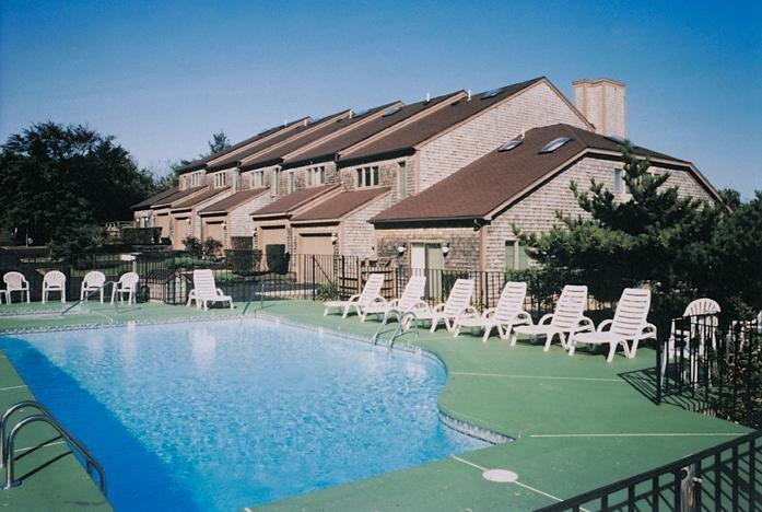 Wyndham Newport Overlook Pool Area