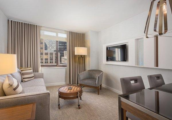 Central Manhattan, NYC: 1 BR Apt at Luxury Resort, FREE WIFI, Blocks to 5th Ave, location de vacances à Queens