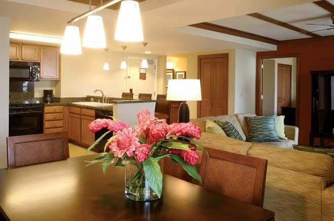 Spacious Suite w/ Tennis, Swimming, Free WiFi, Full Kitchen & Private Balcony, alquiler de vacaciones en Keauhou