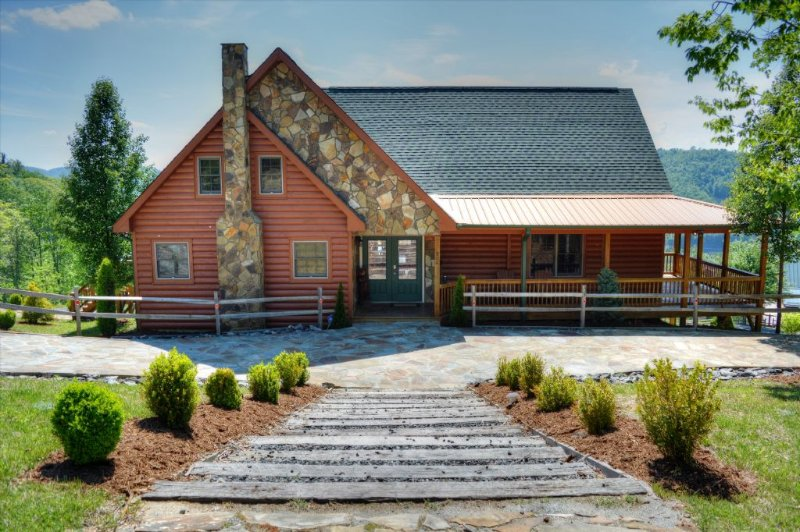 A Home Sweet Home- Large5 BR, 4 BA Cabin w/VIEWS, Hot Tub, Pool Table, Wi-Fi, Fi, holiday rental in Fleetwood