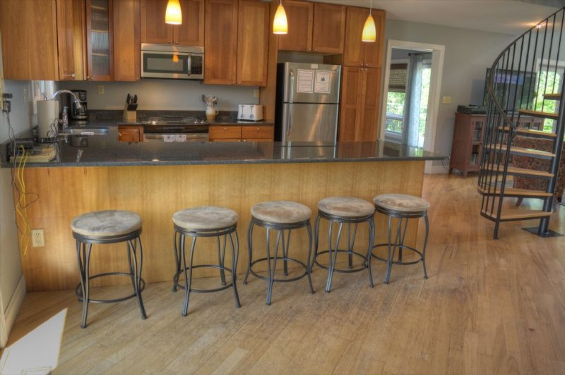 5 Stools at the Peninsula in the Kitchen Area