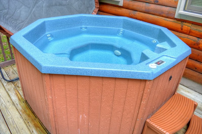 Ahhhh Relax and Enjoy the Awesome Hot Tub