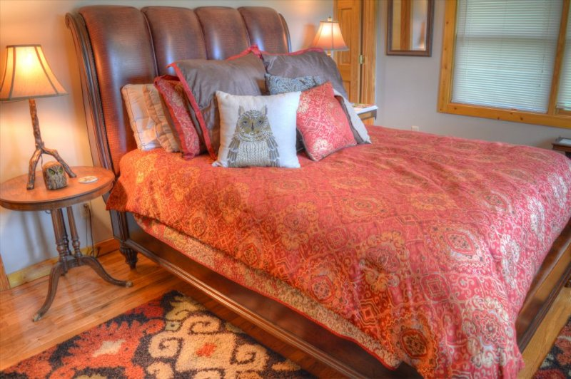 Upper BR with Beautiful Queen Size Bed