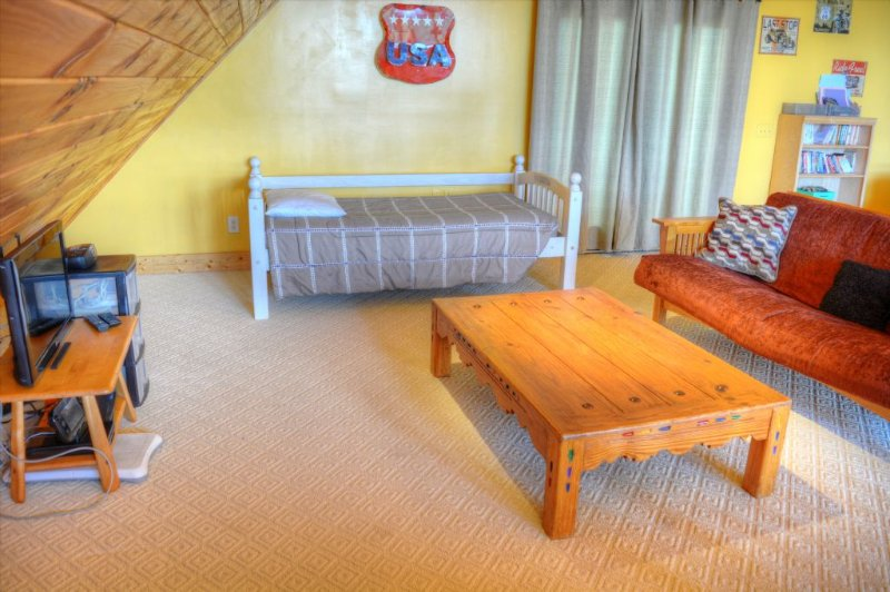 Loft with Twin Bed and Futon-Sleeping for 3