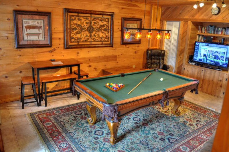 Pool table with 42' TV and Xbox 360