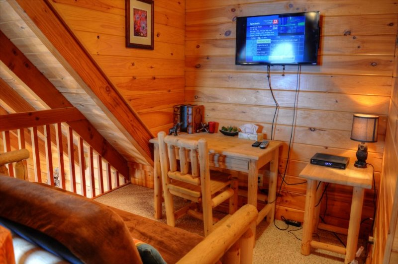 Loft with Cable TV & Futon