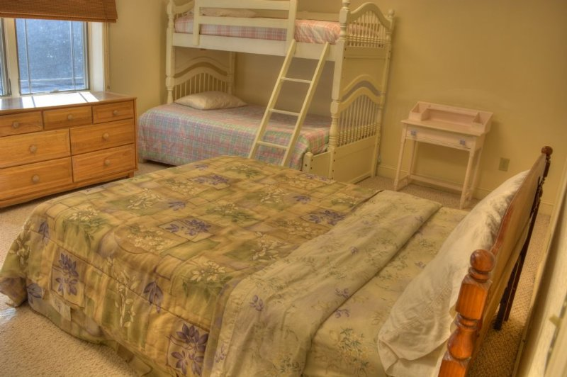 4th Bedroom with Queen Bed and Bunk-sleeps 5