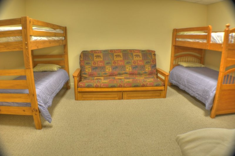 5th Bedroom with 2 Bunks and Queen Futon-Sleeps 6