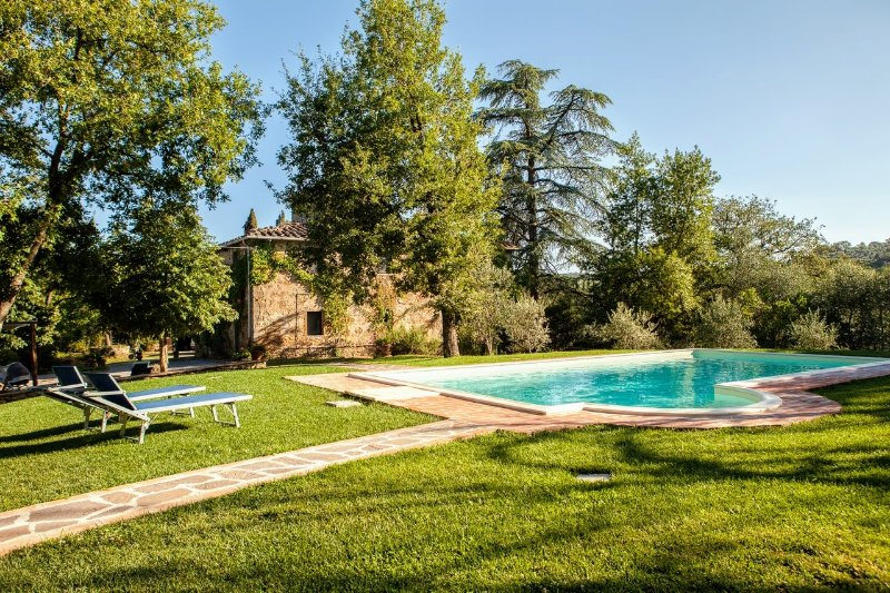 Molino del Calcione Villa Sleeps 8 with Pool and WiFi - 5226862, vacation rental in Rigomagno