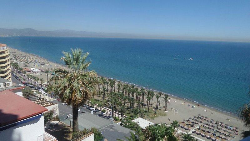 Playa y mar ,  vista desde el apartamento