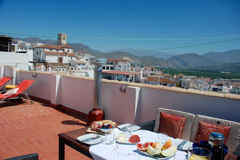 Stunning 3 bed traditional townhouse in historic Salobreña with amazing views, alquiler vacacional en Salobreña