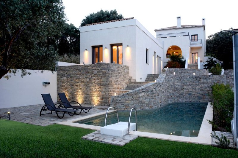 La Belle Helene Ville, holiday rental in Oxilithos