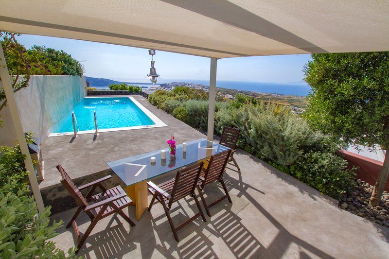 270 Oia's View House II, private swimming pool, sunset view, holiday rental in Finikia