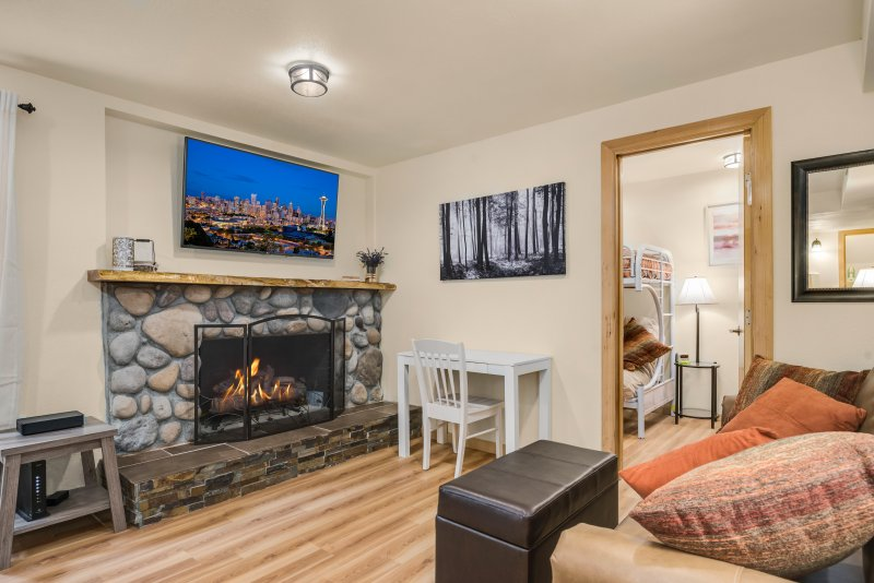 Wedgwood cottage, holiday rental in Lake Forest Park