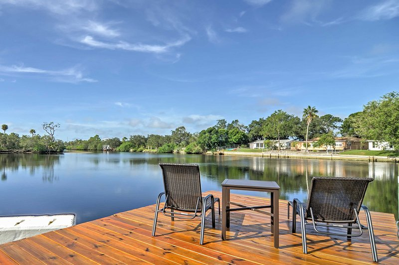 Enjoy a relaxing Sunshine State retreat with this 3-bedroom, 2-bathroom Holiday vacation rental house, which sleeps 7.