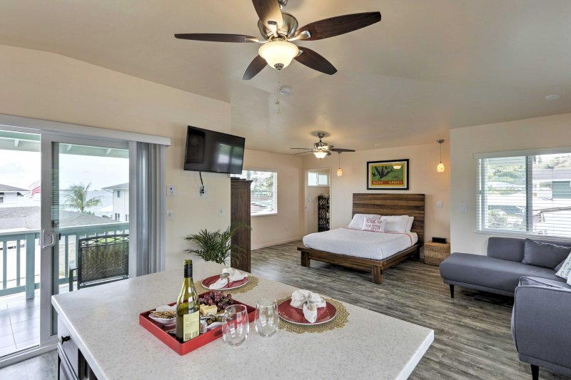 Your personal paradise awaits at this lovely studio situated by Kaneohe Bay.