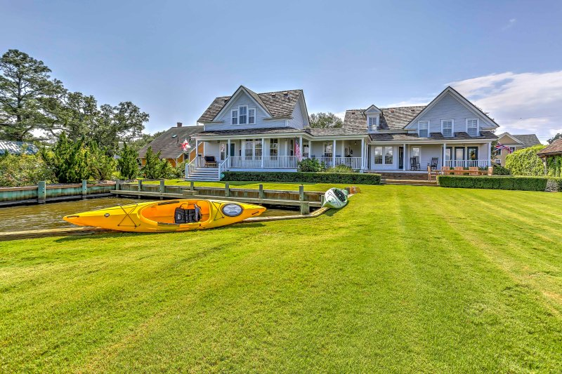 Historic Manteo House on Roanoke Sound w/ Dock!, holiday rental in Manteo