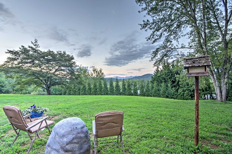 Escape the hustle of everyday life with this Franklin vacation rental cottage.