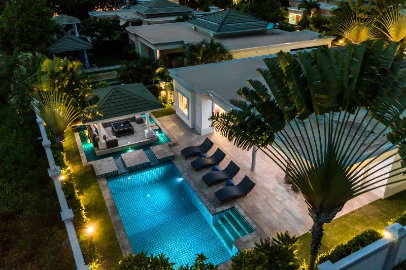 Luxury Pool Villa 608, aluguéis de temporada em Nong Prue