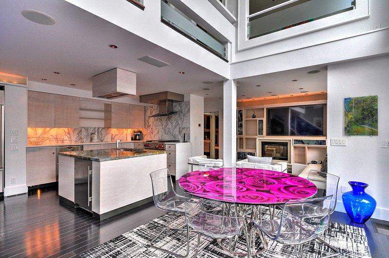 Scopri Portland da questo straordinario 1 camera da letto + soppalco, 2 bagni affitto condo.
