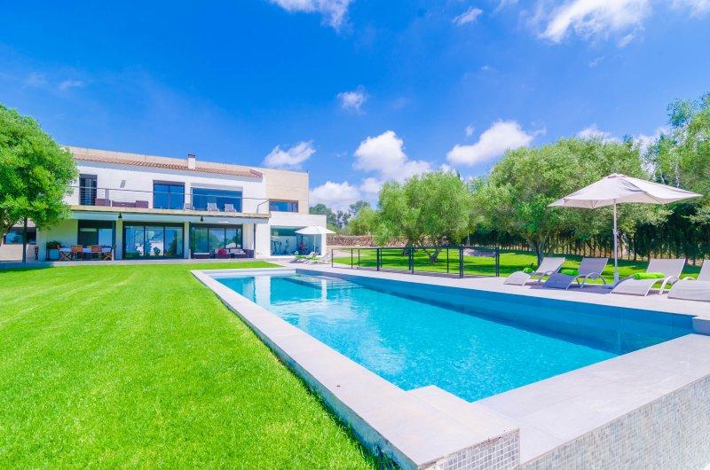 SON OLIVER PROPERTY - Villa for 10 people in Urbanització Son Oliver, location de vacances à El Arenal