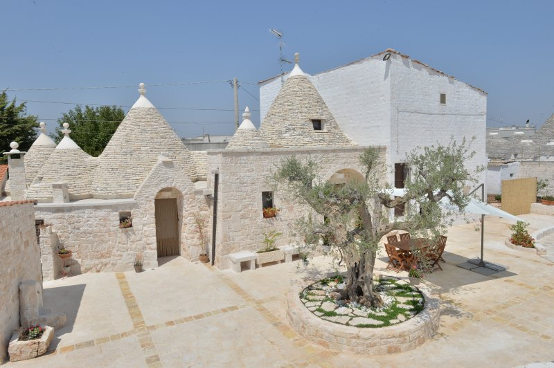 Truly trulli, vacation rental in Coreggia