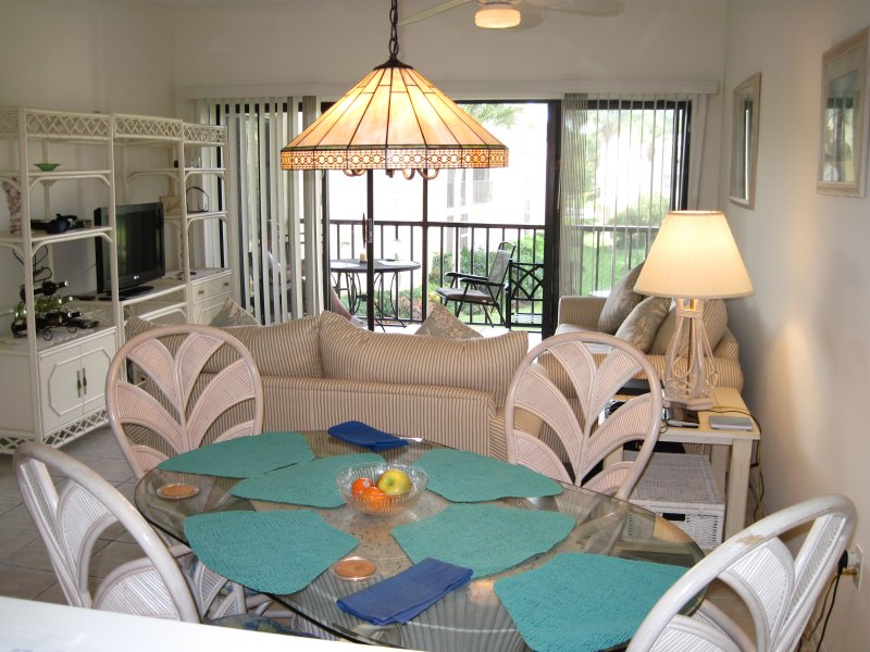 #421 - the spacious lounge/diner opening on to the lanai