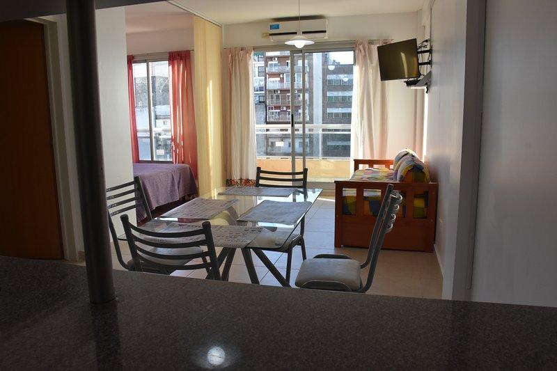 Departamento Temporario a Mts de Htal Italiano y Av. Corrientes, vacation rental in Ciudad Evita