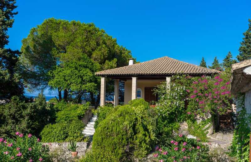 'Villa Celeste' with 4 bedrooms near the beach, Ferienwohnung in Zakynthos