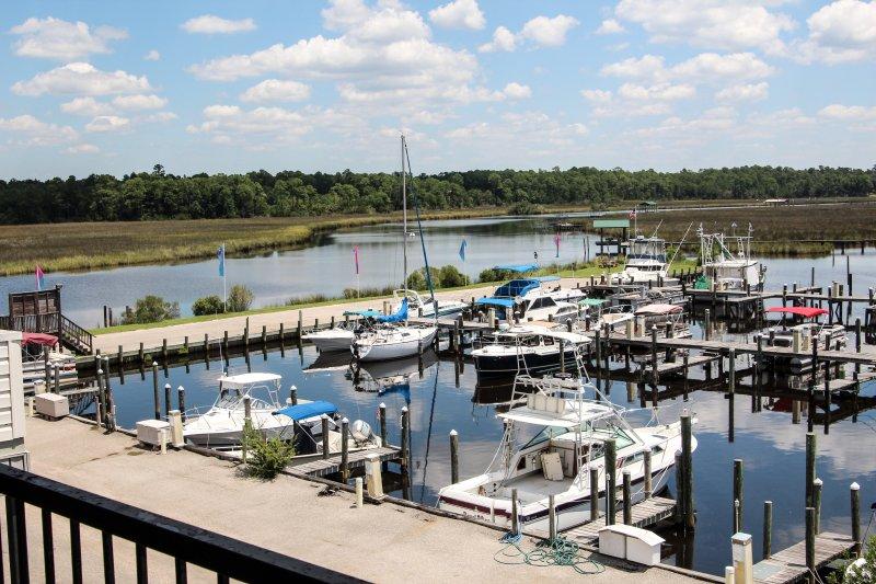 Marina Condo. Boat Slip!, location de vacances à Gautier