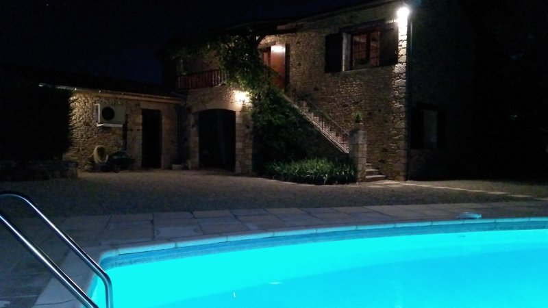 Converted barn,7 people,private heated,pool beautifulview,near golf courses 2kms, vacation rental in Berbiguieres