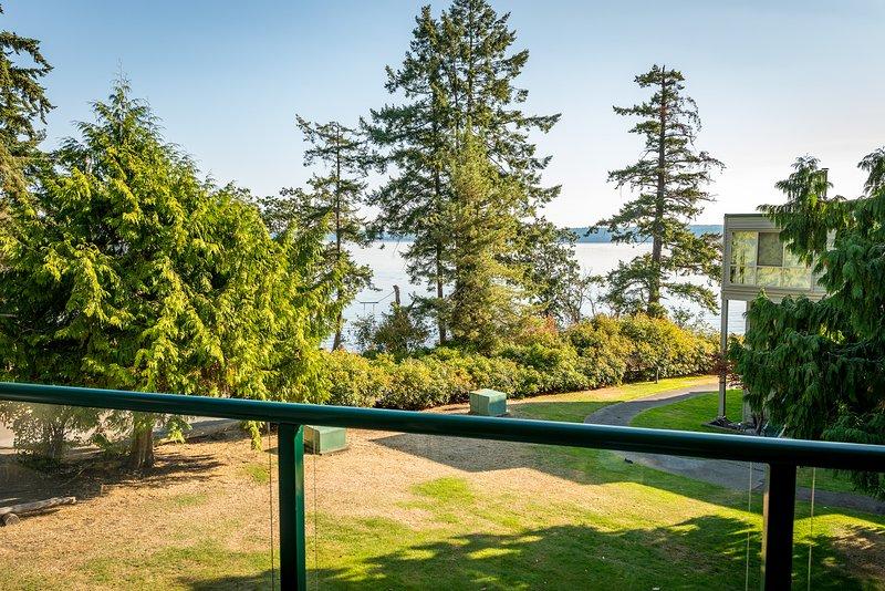 Vistas de agua y jardín desde su patio.