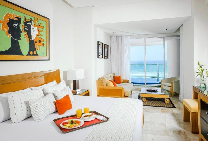 Grand Mayan Acapulco 2 Bedroom 2 Bath Luxury Apartment Suite 12/8/17 - 12/15/17, holiday rental in Colonia Luces en el Mar