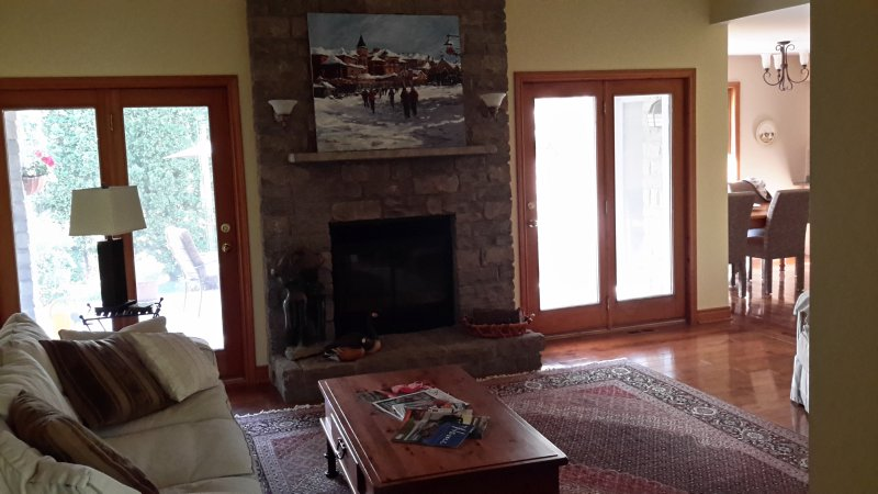3 bedroom comfortable, cozy and close to Blue Mountain, vacation rental in Craigleith
