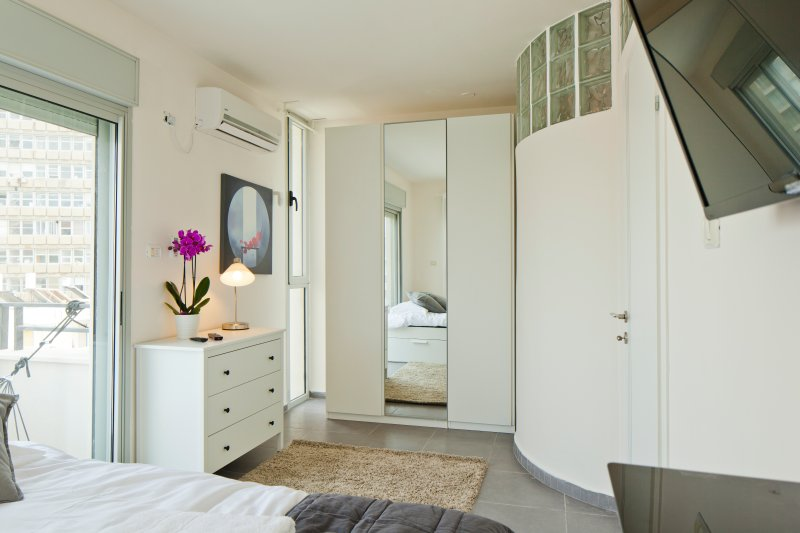 TLV SUITES BY THE SEA - 3 ROOMS, holiday rental in Jaffa