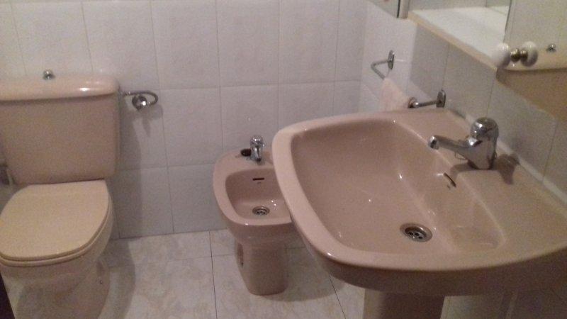 Baño completo incorporado a la habitación