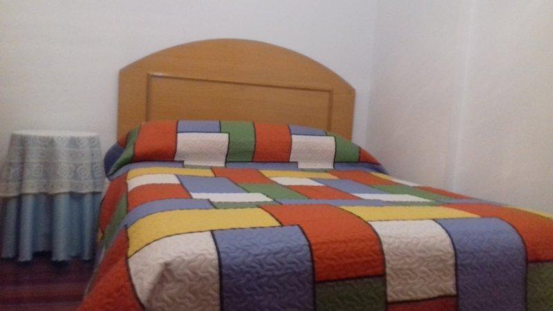 Dormitorio completo con armario empotrado