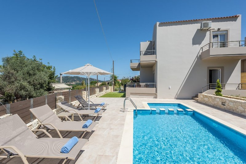 Neaira Luxury Villa - 3 Bedrooms, Private Pool, Near Chania, location de vacances à Nteres